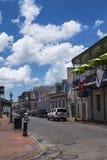 Mening van een straat in het Franse Kwart in de stad van New Orleans, Louisiane Stock Afbeeldingen