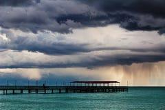 Mening van een tropische lagune bij schemer. Royalty-vrije Stock Afbeelding