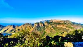 Mening van een Zonsondergang over de Dam van Blyde Caniyon en drie Rondavels van Blyde-het Natuurreservaat van de Riviercanion Stock Foto's