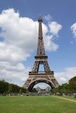 Mening van Eifel-Toren in de zomer stock afbeeldingen