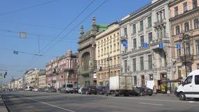 Mening van Eliseevsky-winkel en Komedietheater Nevskyvooruitzicht, St. Petersburg stock videobeelden