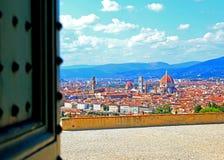 mening van Florence in Italië met grote Koepel en Klokketoren met vibr stock afbeelding