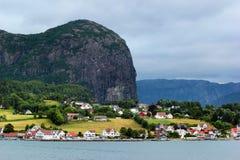 Mening van Forsand-dorp in Rogaland-provincie, Noorwegen Stock Fotografie
