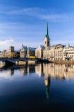 Mening van Fraumanster-kerk in de Winter, Zürich, Zwitserland Royalty-vrije Stock Foto's
