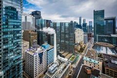 Mening van gebouwen langs Simcoe-Straat, in Toronto van de binnenstad, Onta Stock Foto
