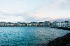 Mening van Genève, de waterkant van Zwitserland van Jetée des Eaux- Stock Afbeelding