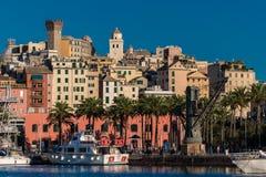 Mening van Genua en oude neighborood genoemd Castello; de toren op de hoogste linkerzijde wordt genoemd Torre-degli Embriaci Royalty-vrije Stock Foto's