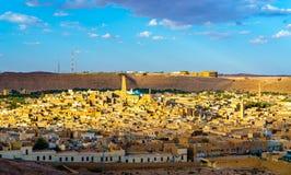 Mening van Ghardaia, een stad in de Mzab-Vallei Unesco-werelderfenis in Algerije stock foto's