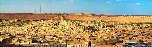 Mening van Ghardaia, een stad in de Mzab-Vallei Unesco-werelderfenis in Algerije stock afbeelding