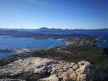 Mening van Golfo Aranci van Monte Ruju in Sardinige Stock Foto