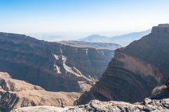 Mening van Grand Canyon van het Midden-Oosten, Jebel-Veinzerijen Oman stock afbeeldingen