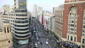 Mening van Grand via, een hoofdstraat in centraal Madrid, de hoofd en grootste stad in Spanje op 14 Ocotober 2016 in Madrid, Span stock videobeelden
