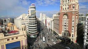 Mening van Grand via, een hoofdstraat in centraal Madrid, de hoofd en grootste stad in Spanje op 14 Ocotober 2016 in Madrid, Span stock footage