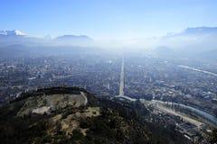 Mening van Grenoble vanaf de bovenkant van de berg Stock Foto