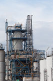Mening van grote olieraffinaderij royalty-vrije stock foto
