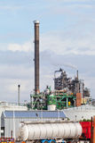 Mening van grote olieraffinaderij stock foto