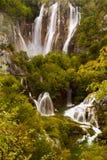 Mening van grote watervallen van Plitvice-Meren Nationaal Park Stock Foto's