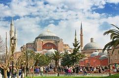 Mening van Hagia Sophia en het gebied met toeristen, Istanboel, Turkije Royalty-vrije Stock Afbeelding