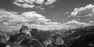 Mening van Halve Koepel van sleep in Yosemite Royalty-vrije Stock Foto's