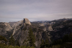 Mening van Halve Koepel in Yosemite Stock Fotografie