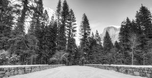 Mening van Halve Koepelpiek in het Nationale Park van Yosemite, Californië voor Royalty-vrije Stock Foto