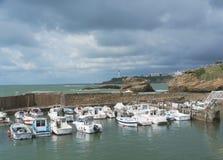 Mening van haven voor kleine boten in Biarritz, Aquitaine, Frankrijk stock afbeelding