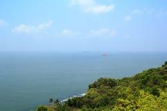 Mening van het Arabische Overzees van de muren van het fort Aguada, Goa, India Royalty-vrije Stock Foto