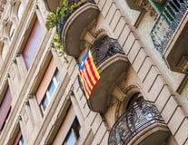Mening van het balkon met de vlaggen Het referendum op onafhankelijkheid, Barcelona, Catalonië, Spanje Close-up stock foto