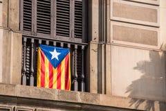 Mening van het balkon met een vlag Referendum op onafhankelijkheid, Barcelona, Catalunya, Spanje Close-up royalty-vrije stock foto's