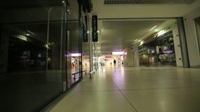 Mening van het binnenland van het winkelcentrum stock videobeelden