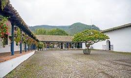 Mening van het centrale plein van een oude hacienda Stock Fotografie