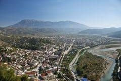 Mening van het centrum van de beratstad in Albanië stock afbeeldingen