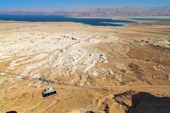 Mening van het Dode Overzees en de bergen van Jordanië Stock Foto