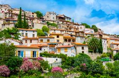 Mening van het dorp van Eus in Pyreneeën-Orientales, Languedoc-Roussillon Eus is vermeld als één van 100 mooiste dorpen i royalty-vrije stock afbeelding