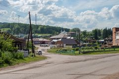 Mening van het dorp van Parnaya op een zonnige de zomerdag stock fotografie