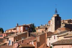 Mening van het Dorp van Roussillon in Luberon Stock Foto
