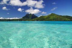 Mening van het eiland van Bora Bora Royalty-vrije Stock Foto