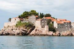 Mening van het eiland van Sveti Stefan Stock Fotografie