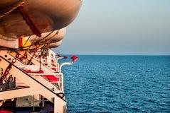 Mening van het eindeloze overzees terwijl het reizen aan boord van een schip in het Egeïsche overzees in Griekenland Stock Foto