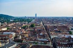 Mening van het geheel van een stad van de hoogten die de straten en de vierkanten in perspectief zien Stock Fotografie