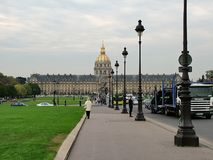 Mening van het hotel des invalides in Parijs royalty-vrije stock afbeelding