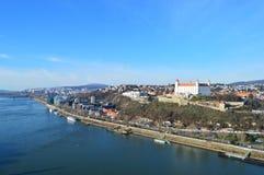 Mening van het kasteel van Bratislava stock foto's