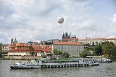 Mening van het Kasteel van Praag stock foto