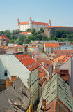 Mening van het Kasteel van Bratislava en de oude stad Royalty-vrije Stock Afbeeldingen