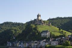 Mening van het Kasteel van Cochem, Duitsland Het is het grootste heuvel-kasteel op de rivier van Moezel Royalty-vrije Stock Afbeelding