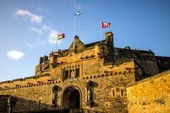 Mening van het Kasteel van Edinburgh in Schotland stock afbeeldingen