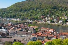 Mening van het kasteel van Heidelberg en de oude Brug over rivier Neckar Stock Foto
