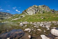 Mening van het Klavermeer, Rila-Berg, de Zeven Rila-Meren, Bulgarije Royalty-vrije Stock Fotografie