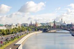 Mening van het Kremlin van de Moskva-Rivier stock afbeelding