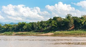 Mening van het landschap van de rivier Nam Khan, Luang Prabang, Laos royalty-vrije stock afbeelding